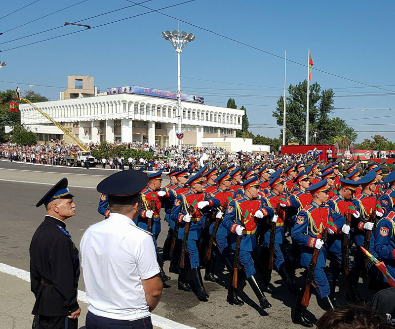 Transnistrian-Soldiers-on-National-Day